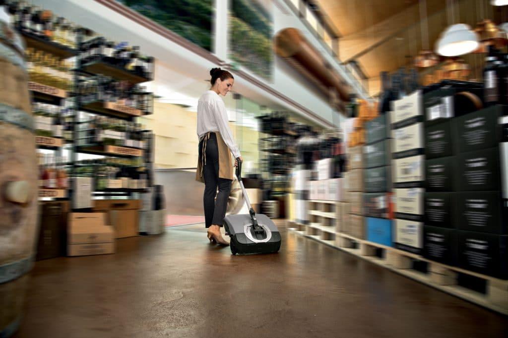 comac-igea-lavasciuga-pavimenti-negozio-retail