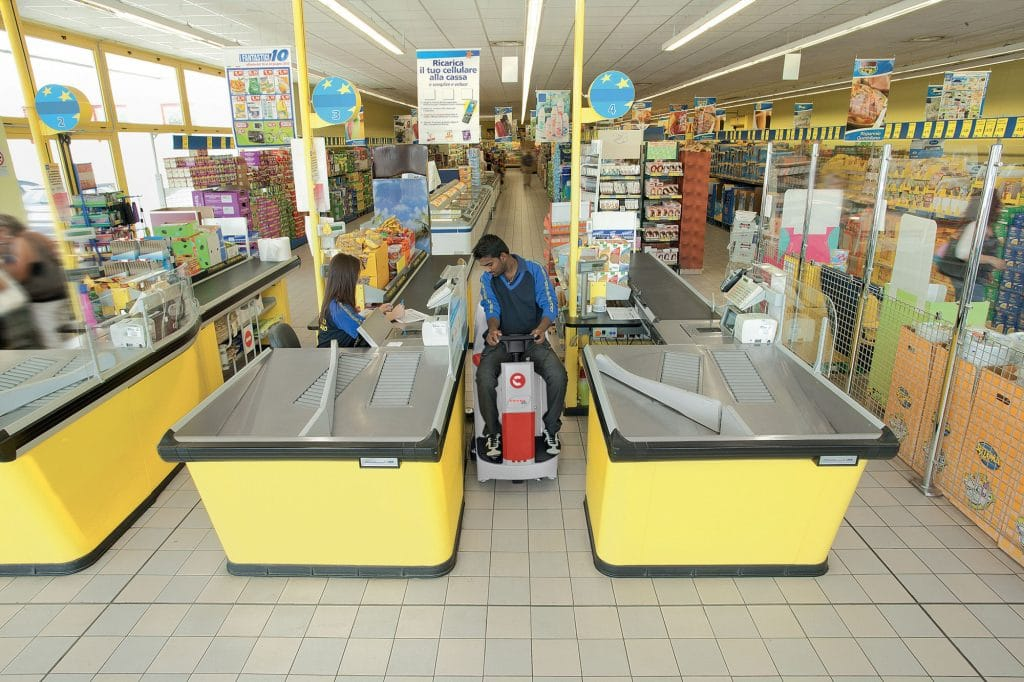 1603889875021-comac-innova-55-lavasciuga-pavimenti-casse-supermercato