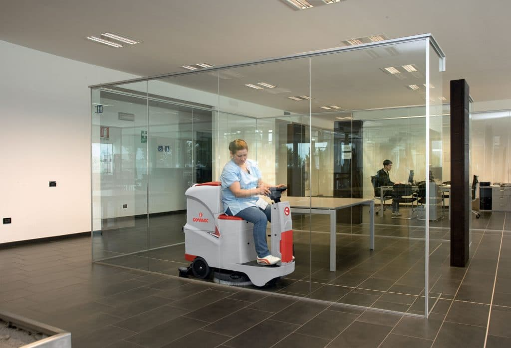 1603889876020-comac-innova-55-lavasciuga-pavimenti-uffici