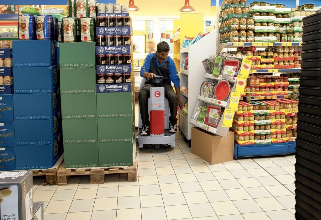 1603889876745-comac-innova-55-lavasciuga-pavimenti-corsia-supermercato