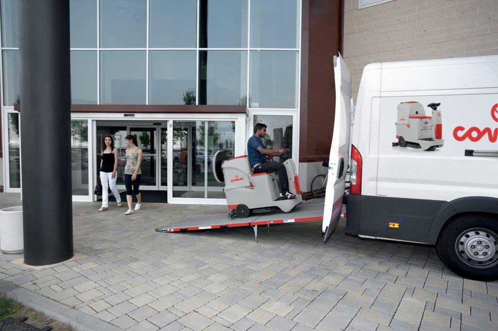 1603889880438-comac-innova-55-lavasciuga-pavimenti-furgone-imprese-di-pulizia