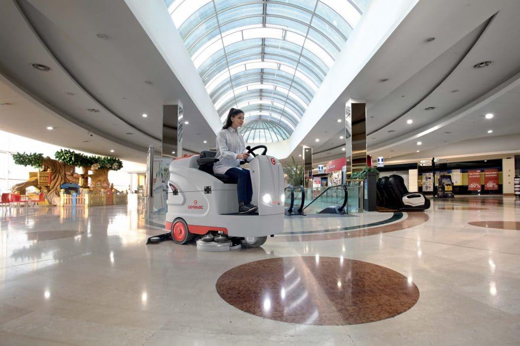 1603891608314-comac-optima-lavasciuga-pavimenti-centro-commerciale