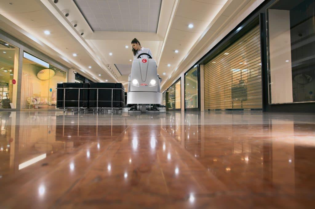 1603891609912-comac-optima-lavasciuga-pavimenti-galleria-supermercato