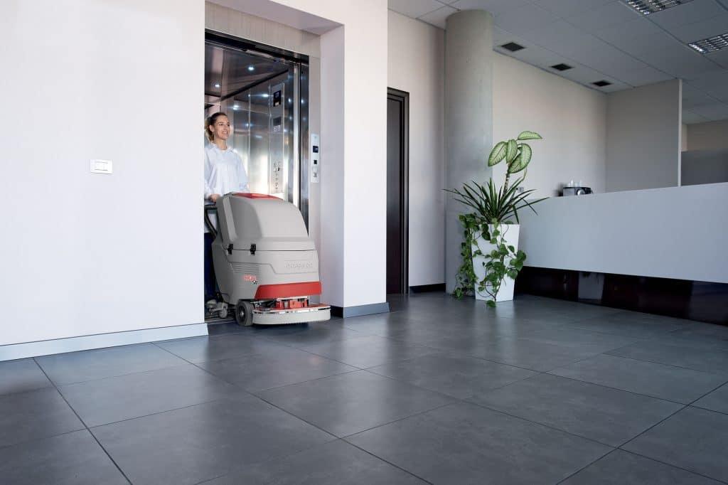 comac-antea-lavasciuga-pavimenti-ascensore