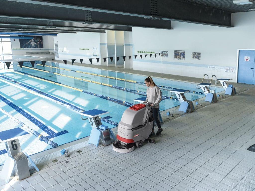 comac-antea-lavasciuga-pavimenti-piscina