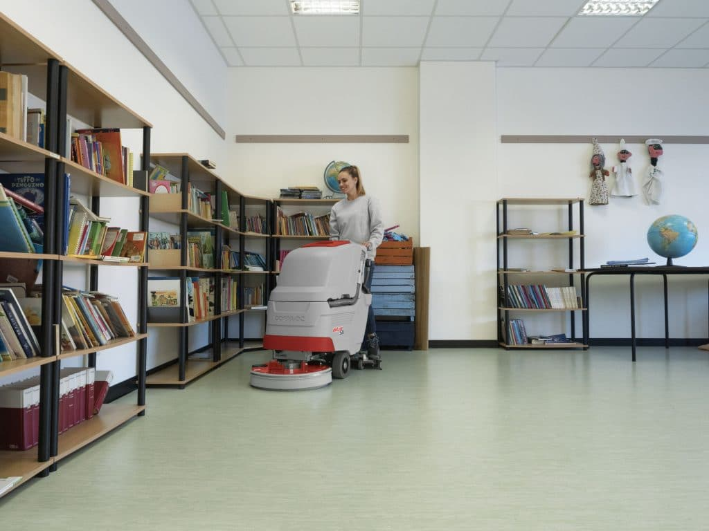 comac-antea-lavasciuga-pavimenti-scuola