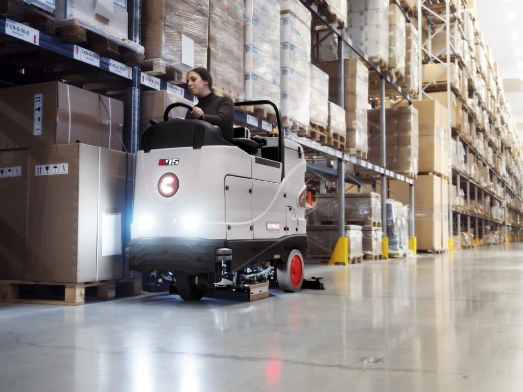 comac-c75-lavasciuga-pavimenti-magazzino-logistico