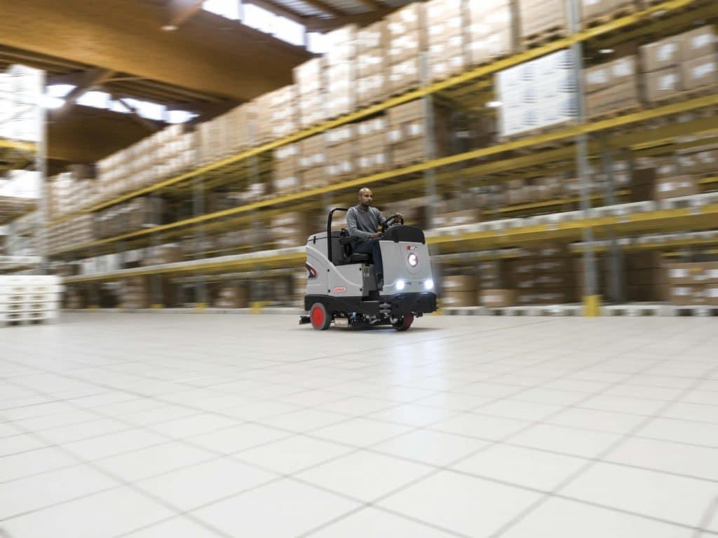 comac-c85-lavasciuga-pavimenti-logistica-industriale