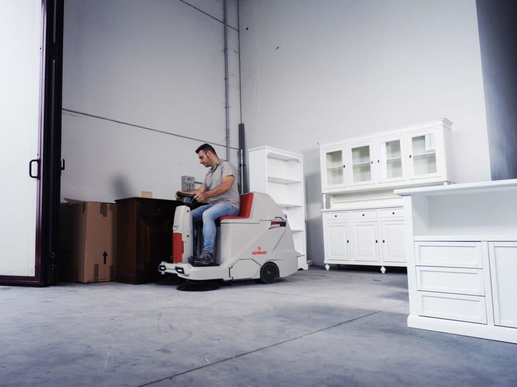 comac-cs60-spazzatrice-magazzino-mobili