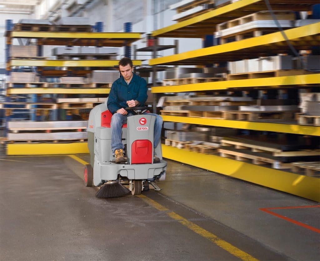 comac-cs700-spazzatrice-magazzino-logistico