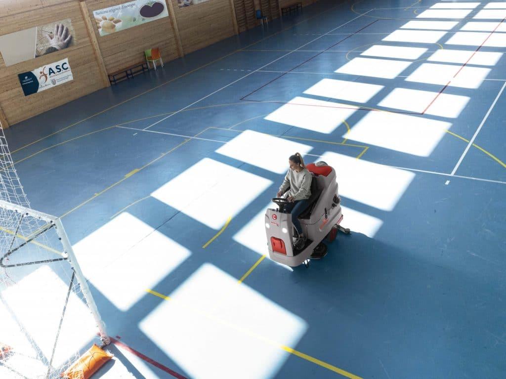 comac-innova-comfort-lavasciuga-pavimenti-palazzetto-dello-sport