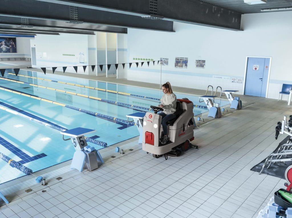 comac-innova-comfort-lavasciuga-pavimenti-piscina