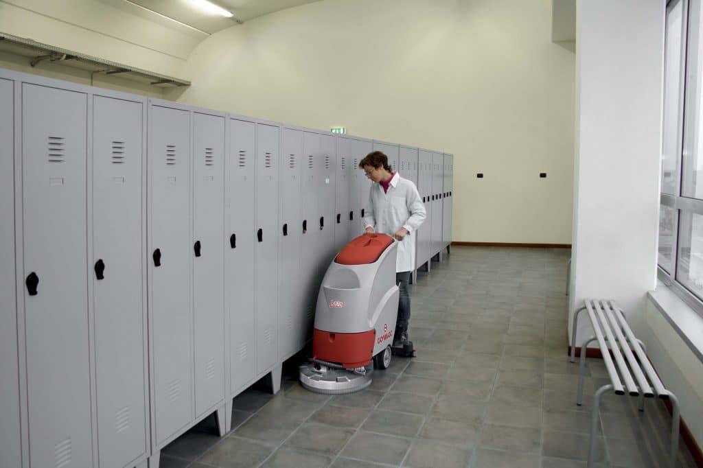 comac-l20-lavasciuga-pavimenti-spogliatoi