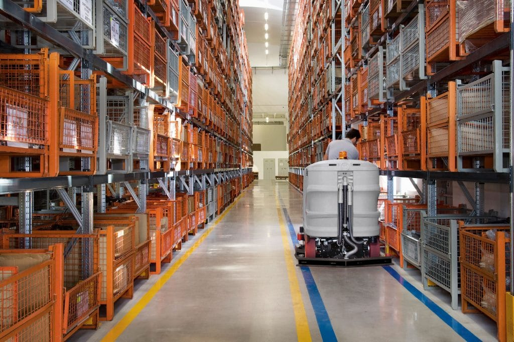comac-ultra-120-lavasciuga-pavimenti-logistica