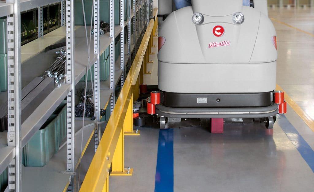 comac-ultra-120-lavasciuga-pavimenti-logistica-spostamento-laterale-basamento
