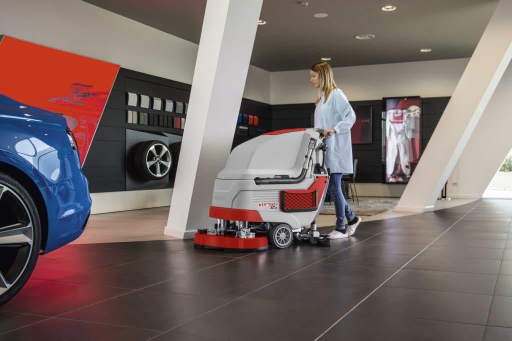 comac-versa-lavasciuga-pavimenti-automotive