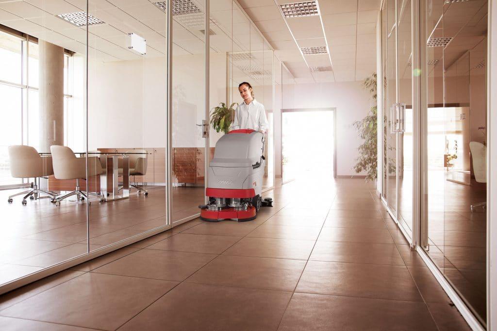 comac-versa-lavasciuga-pavimenti-impresa-di-pulizia