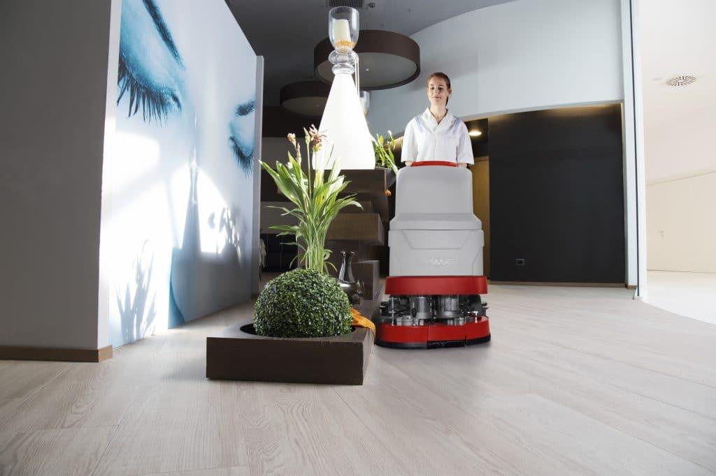 comac-versa-lavasciuga-pavimenti-settore-benessere