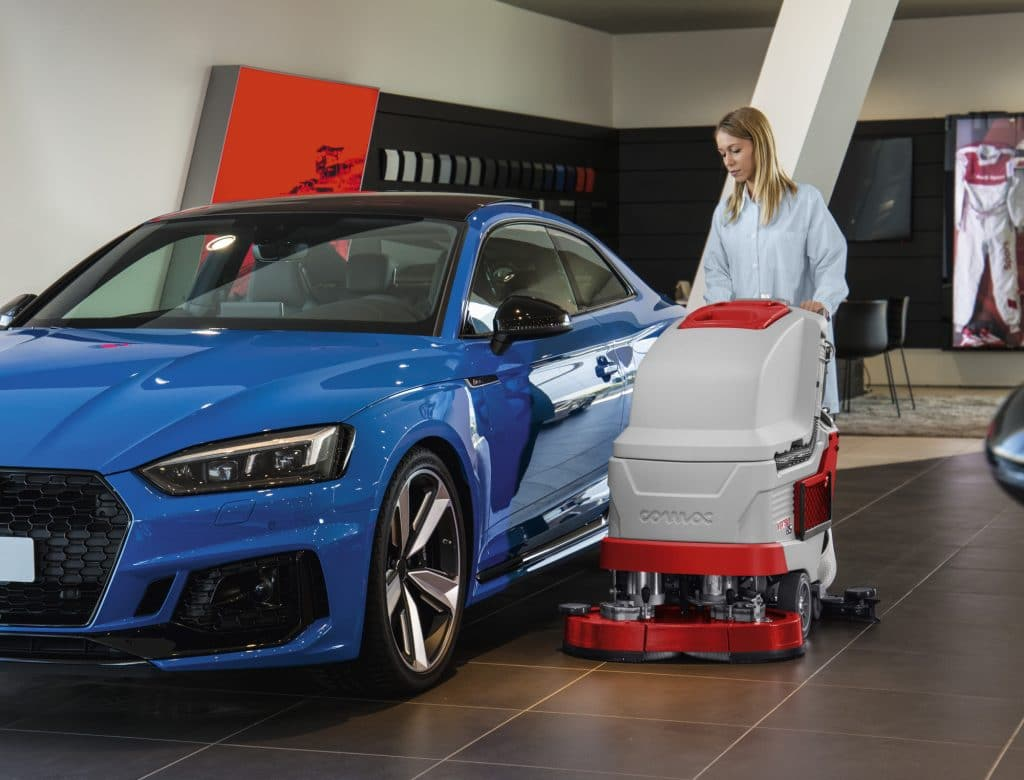 comac-versa-lavasciuga-pavimenti-showroom-automobili