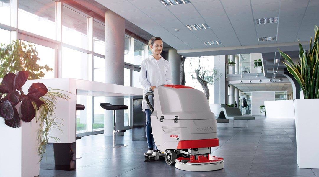 Quanti metri quadrati posso pulire in un'ora con una lavasciuga pavimenti?